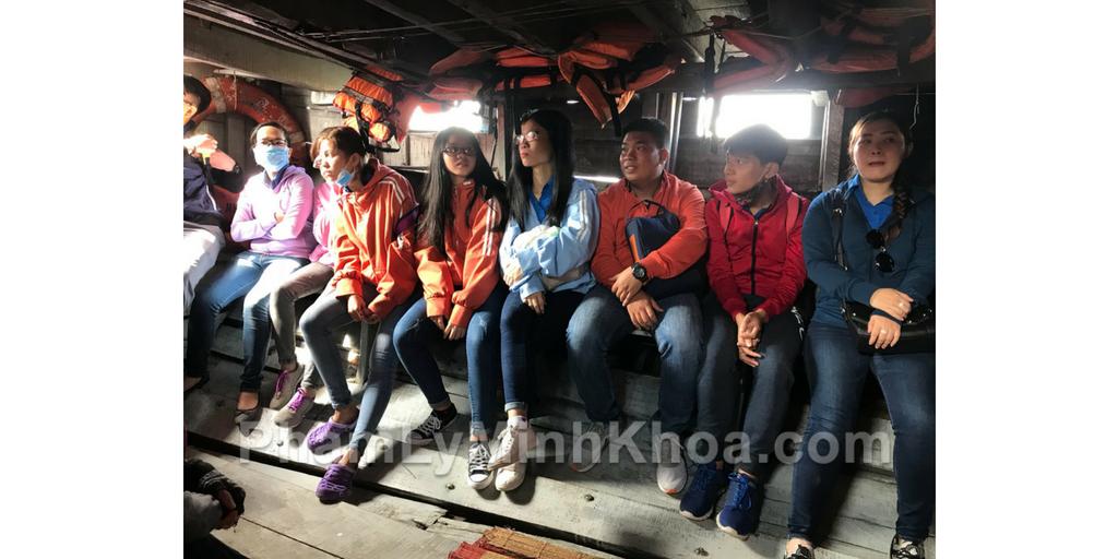 Nhóm mình đi xuồng máy để đến được đảo Thạnh An, huyện Cần Giờ